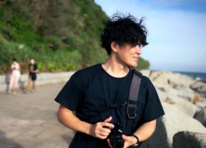 男性カメラマンの写真